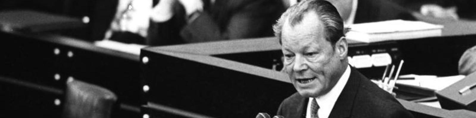 """""""Krieg ist nicht mehr die ultima ratio, sondern die ultima irratio."""" Willy Brandts Grundsatzrede zum Friedensnobelpreis 1971"""