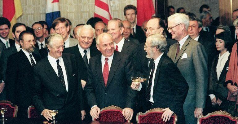 Katrina vanden Heuvel Gorbatschow zum 90. Geburtstag: Was führende Politiker von Gorbi lernen sollten….